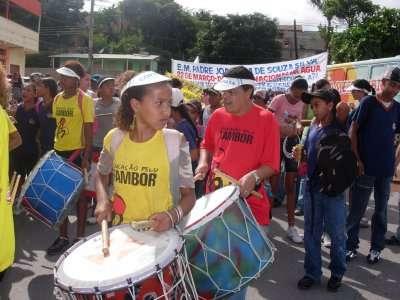 """Os alunos do projeto """"Educação pelo tambor"""" marcaram a abertura das atividades do Núcleo João Gomes. Fotos: Daniela Campolina e Thais da Silva"""